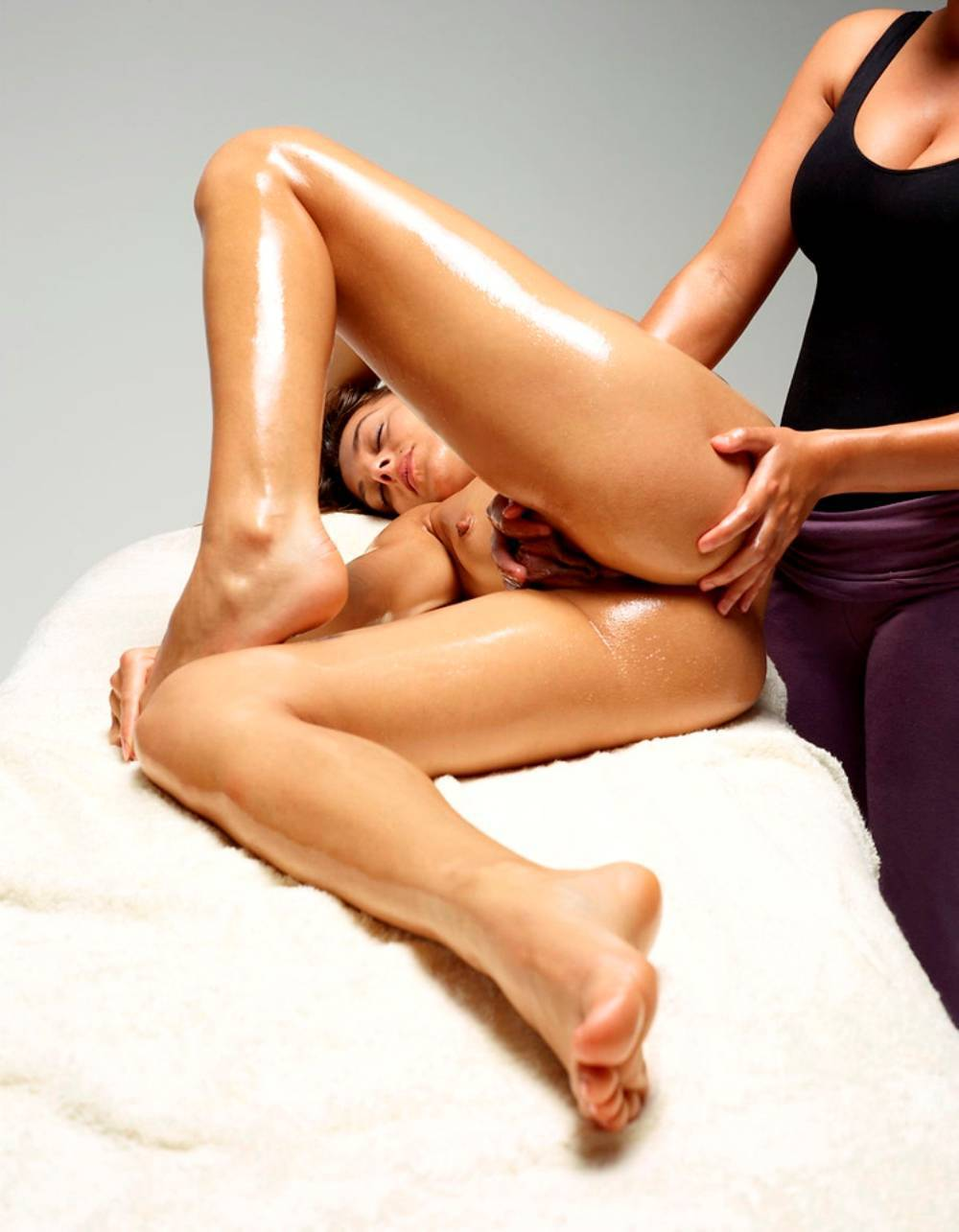 Эротический масаж лесбиянке 16 фотография