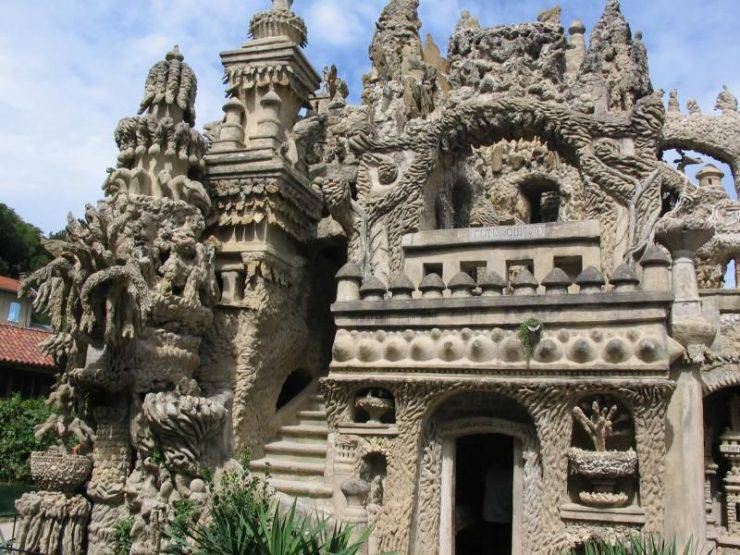 Idealny pałac wybudowany przez listonosza 8
