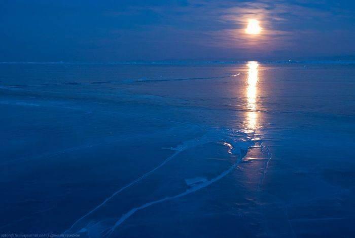 Zamarznięte jezioro Bajkał 33