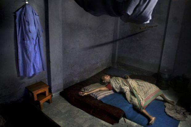 Poród w slumsach Bangladeszu 4