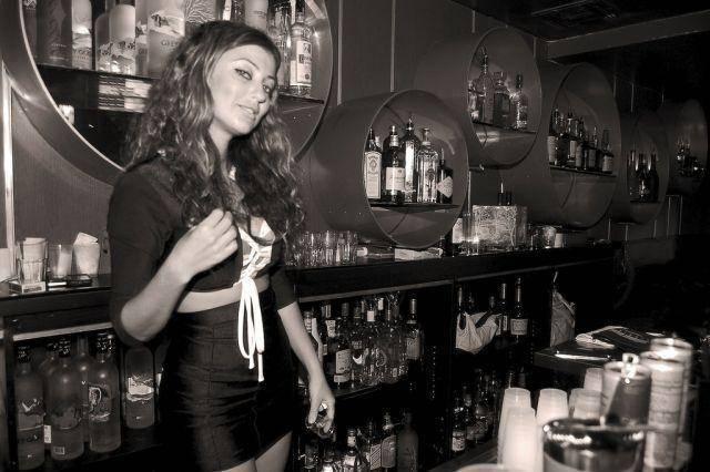 Gorące barmanki 4