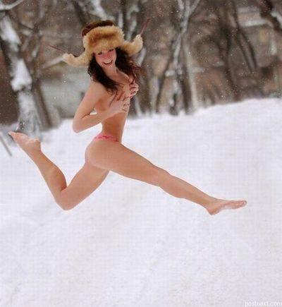Dziewczyny w zimowej scenerii 5