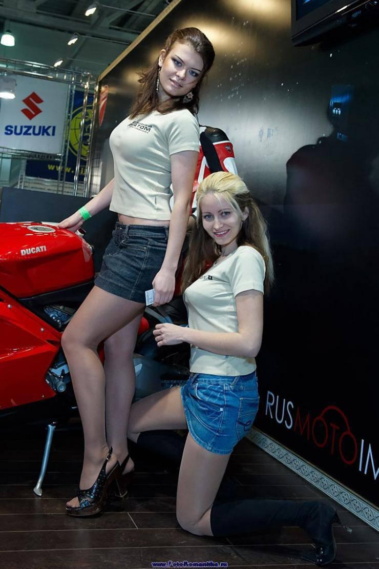 Dziewczyny z pokazów motocyklowych 19