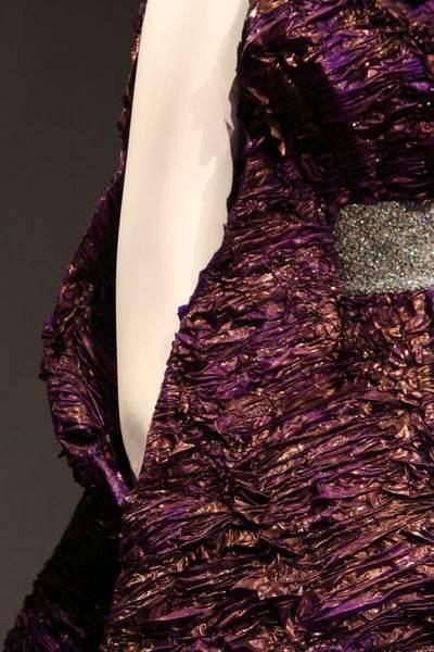 Pokaz sukni z prezerwatyw 23