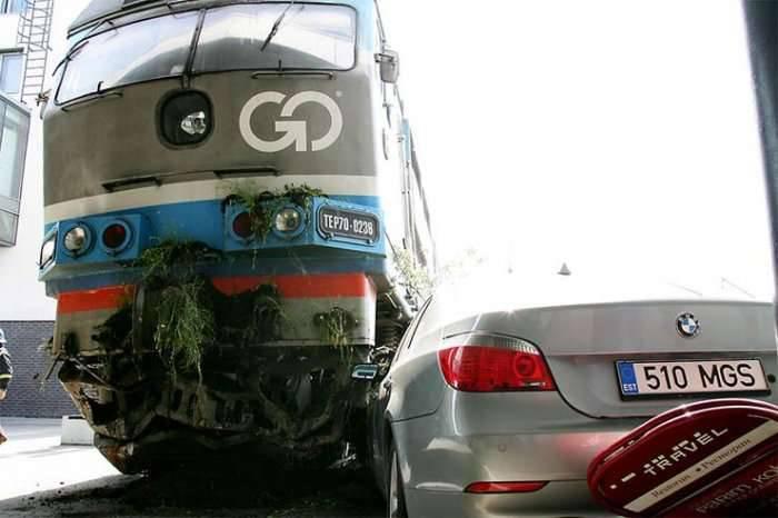 Zderzenie pociągu i BMW 18