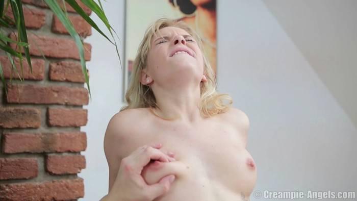 Naomi Woods Pon Video