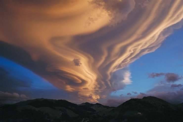 Nietypowe kształty chmur 19