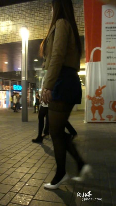 美女的黑丝美腿,袜跟都露出来了
