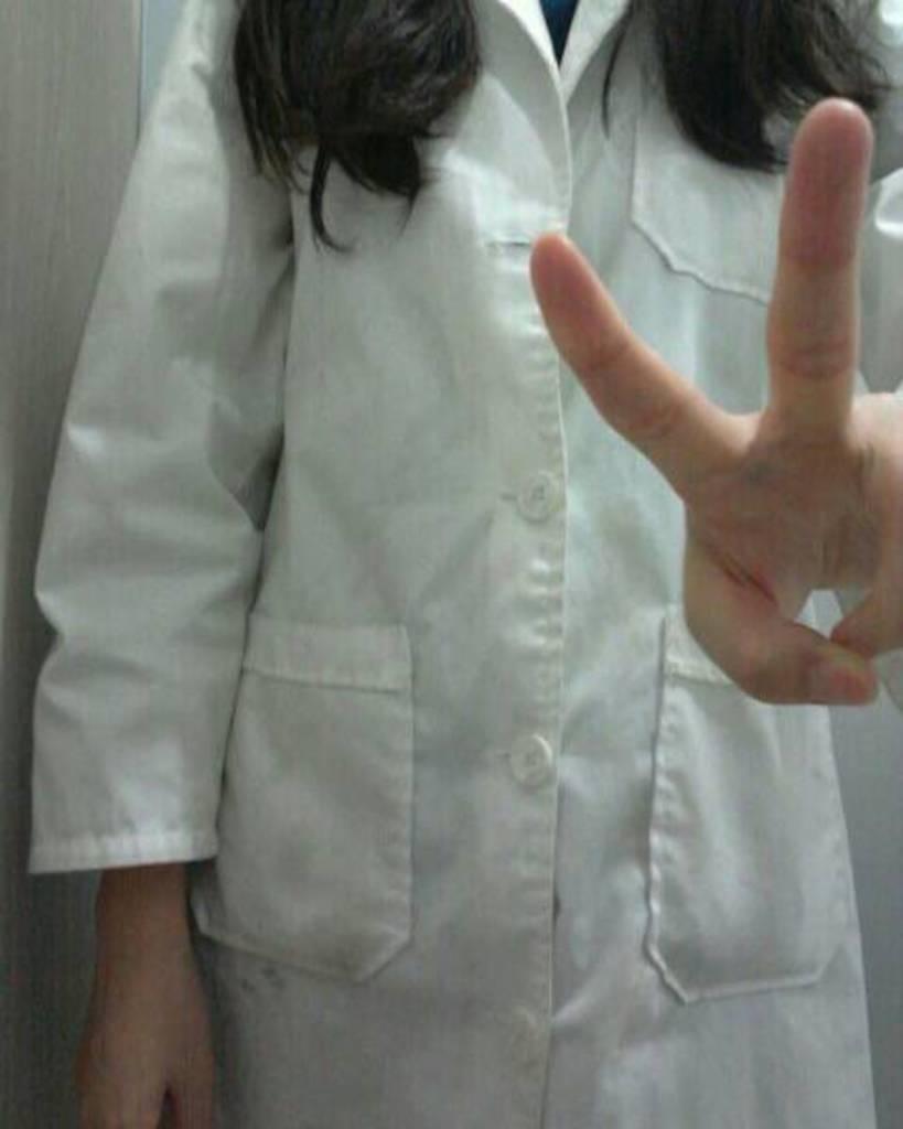 婉芳作品之二医院药房工作的28岁女子最愛你們啦!身材真的很好。穿白大褂,刺激了。。。呵呵呵