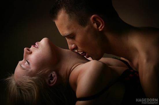 foto-eroticheskie-potselui