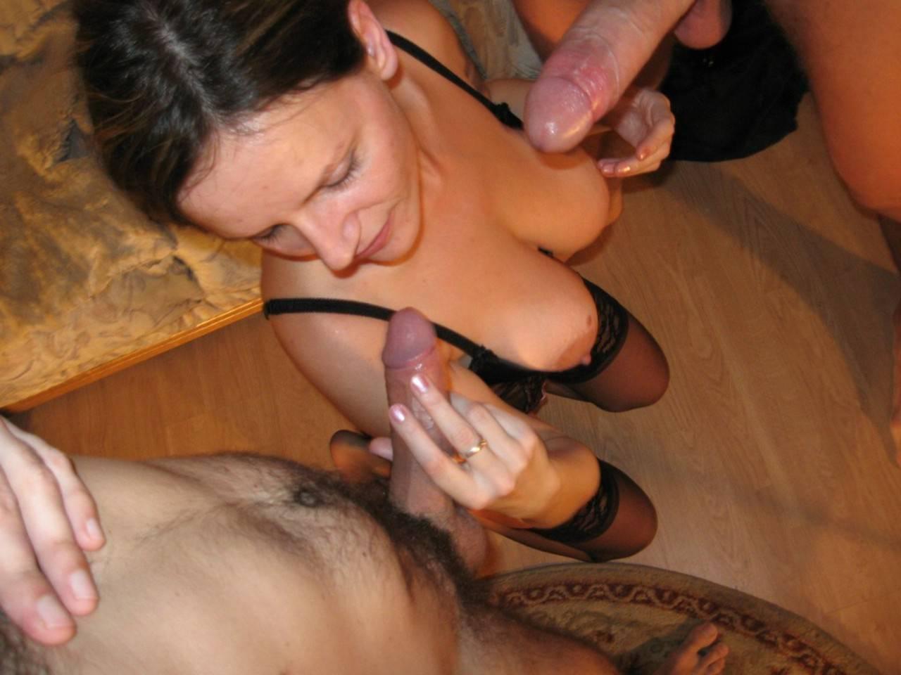 Порно жена сосет любовников муж смотрит
