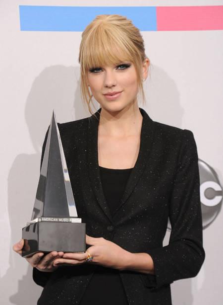 7043693696c7472e0594196eba3a0b5aad3f593 Foto Eksklusif Juara American Music Awards 2010